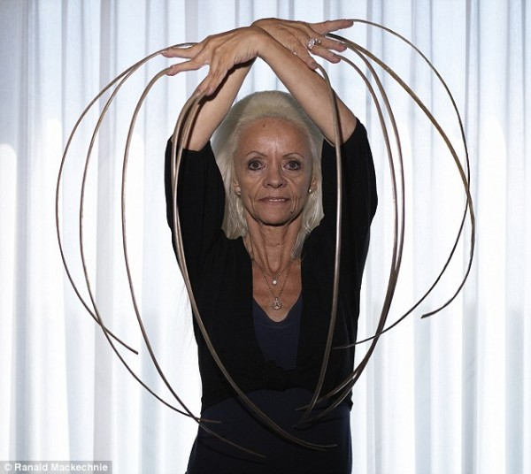 Photos: World Record Holder For Longest Female Finger Nails ...