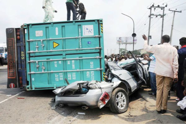 BREAKING: Container falls on a bus at Ojuelegba
