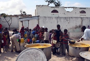CORRECTING BYLINE Somali women and child