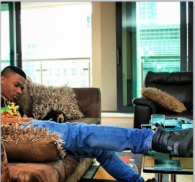 Photos wizkid shows off his beautiful living quaters for Living room decoration in nigeria