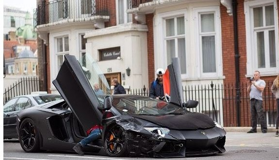 damn 450 000 lamborghini aventador wrecked in crash information nigeria. Black Bedroom Furniture Sets. Home Design Ideas