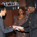 PRESIDENT GOODLUCK JONATHAN (R) RECEIVING LETTER OF CREDENCE FROM MR GU XIAOJIE THE AMBASSADOR DESIGNATE OF CHINA TO NIGERIA IN ABUJA ON THURSDAY (24/4/14) WITH THEM IS THE MINISTER OF STATE FOR FOREIGN AFFAIRS 1, PROF. VIOLA ONWULIRI.