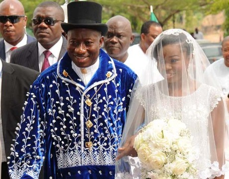 Goodluck Daughter Wedding Gift : PRESIDENT GOODLUCK JONATHAN WALKING INTO THE CHURCH WITH HIS DAUGHTER ...