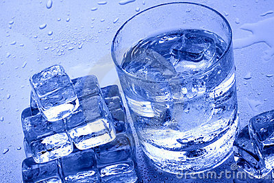 cold-water-ice-cubes-13580982