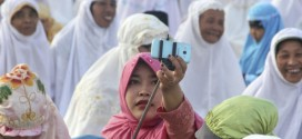 Indonesian Cleric Calls Selfies A Sin. Muslim Youth Respond With More Selfies