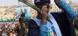 (PHOTO) Governor Fashola Doing The Shoki Thing? Lol