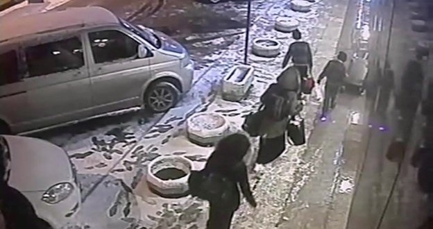CCTV Shows UK Teenagers At Istanbul Bus Station Going To Join ISIS