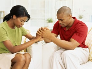 Couple-trusting-God-in-prayer