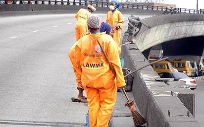 Lagos-sweepers-at-work