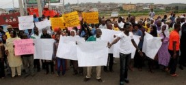 Hoodlums Attack Anti-Aregbesola Protesters In Osogbo