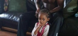 Photo: Timi Dakolo Helps His Daughter With Her Hair