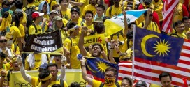 Tens Of Thousands Protest Against Malaysian Prime Minister