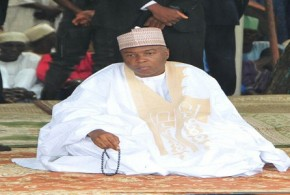 Bukola Saraki-prays