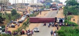 Another 40ft Container Truck Falls On Ikorodu-Sagamu Expressway [PHOTO]