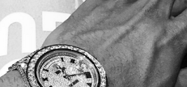 Chris Brown Shows Off His Expensive Blings [Photos]