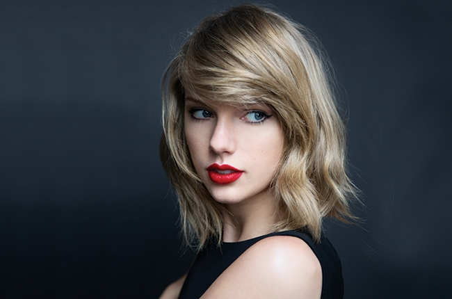 taylor swift surprises fan by turning up to his wedding
