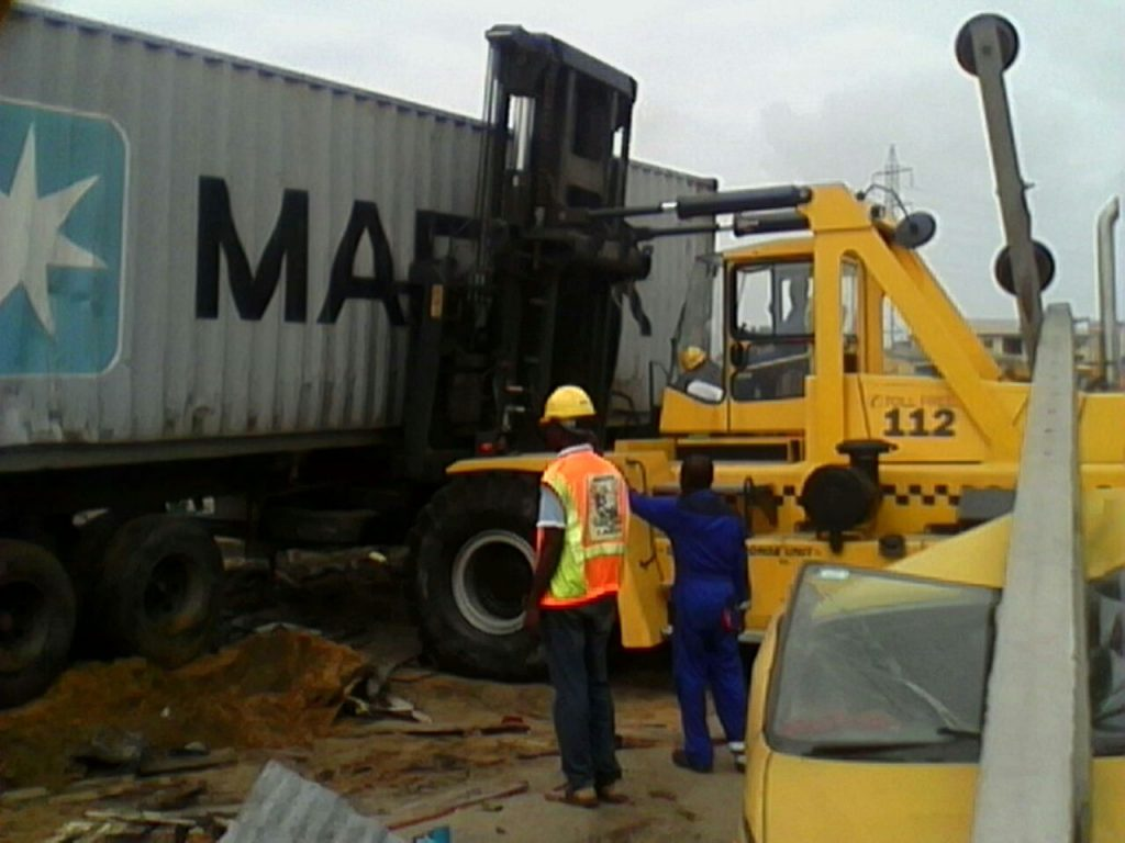 3 die in container mishap information nigeria. Black Bedroom Furniture Sets. Home Design Ideas