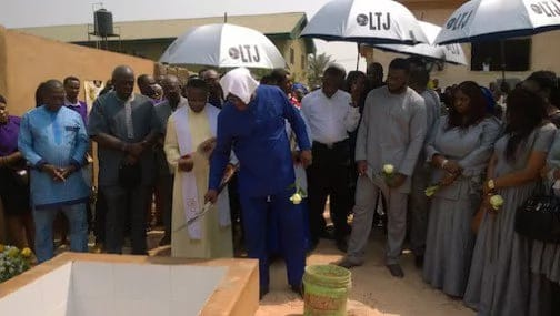 photos-stephrn-keshi-and-children-buries-wife1