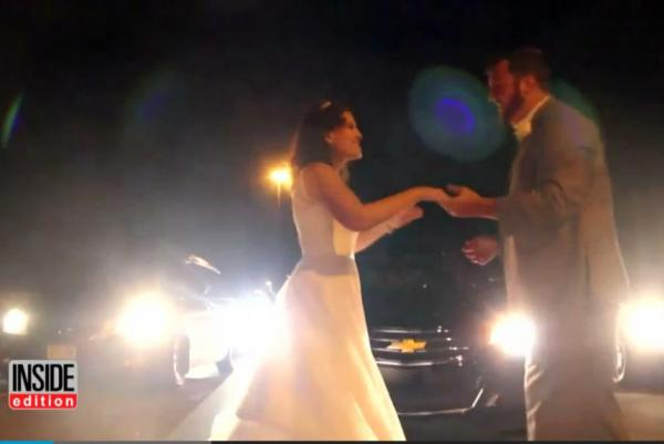 newlyweds-have-first dance on-highway-when-traffic-jam-keeps-them-from-reception