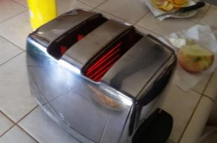 couples-toaster-still-working-after-58-years-of-daily-use