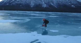 daredevil-ice-skater-uses-chainsaw-to-propel-himself-across-lake