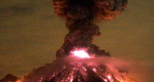 fiery-eruption-of-mexican-volcano-captured-on-video