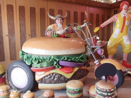 Man known as 'Burger King' has world's largest burger ...