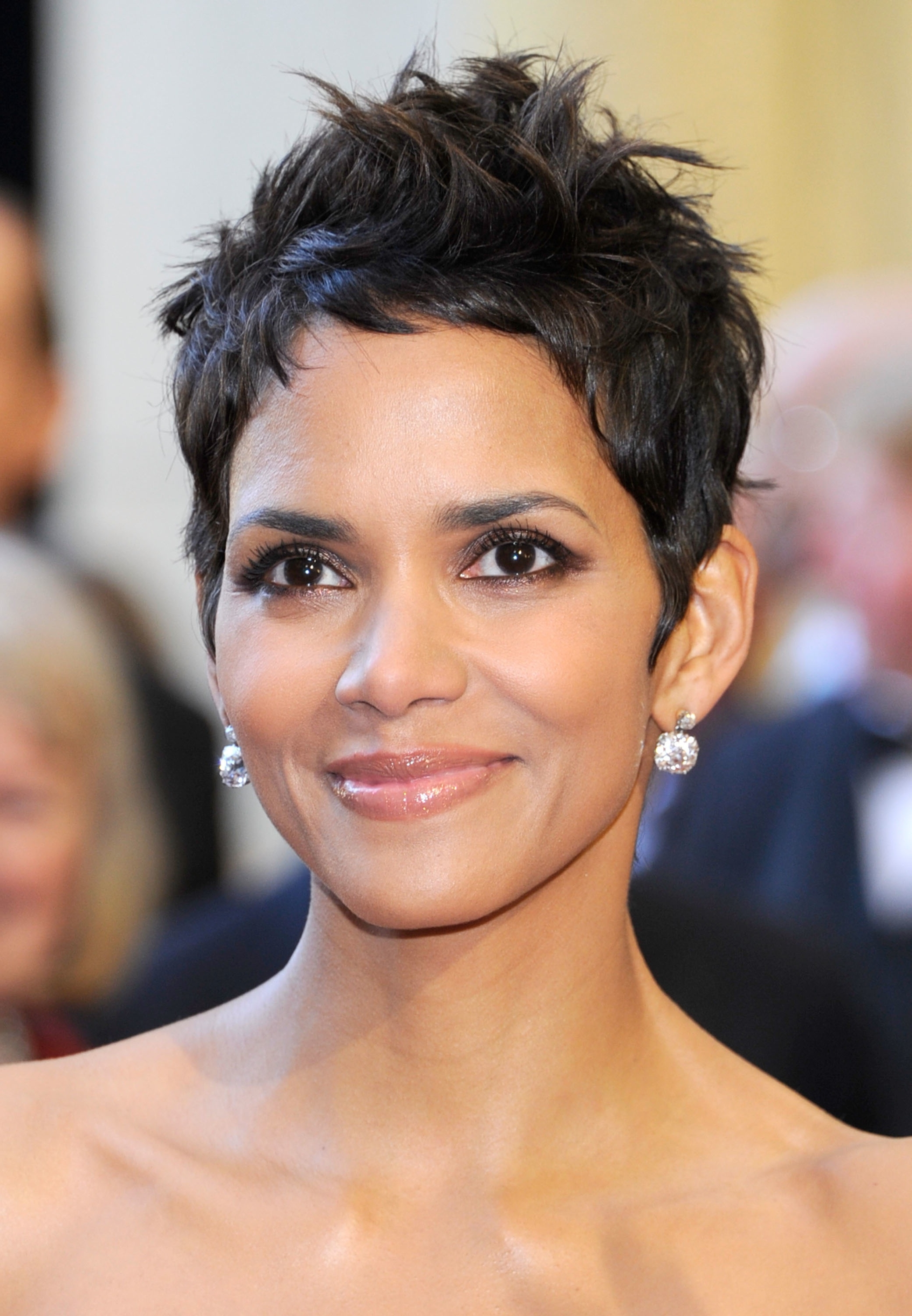 Halle Berry to present at the Oscars - INFORMATION NIGERIA Halle Berry
