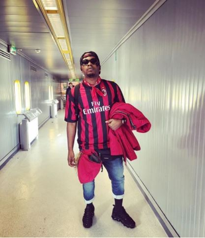 "Go Join Herdsmen"" – Olamide Replies Fan On Instagram"