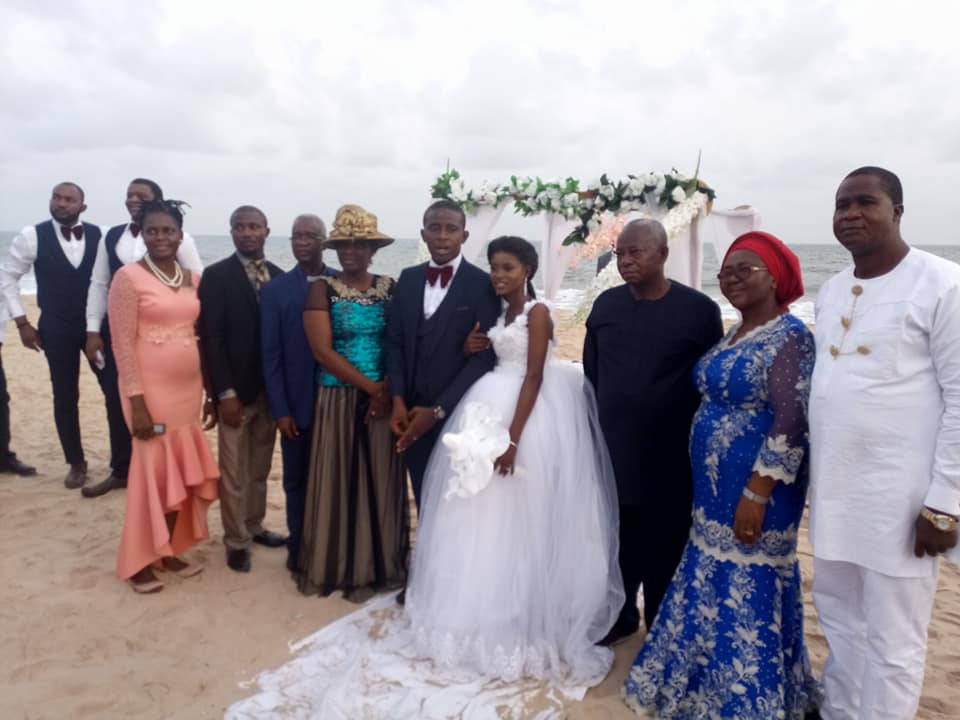 Lovely Photos Of Nigerian Couple Who Held Church Wedding
