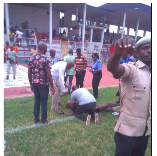 Angry fans beat referee unconscious after a match in Aba (Photos)