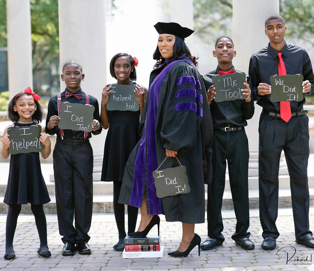 all of the success iesha is experiencing has come after a series of unfortunate circumstances photos of single mom of 5 goes viral after graduating from