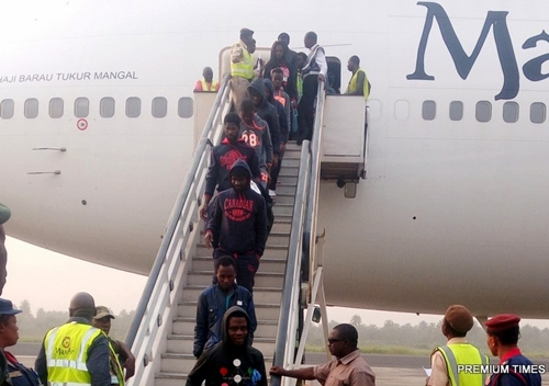 7 pregnant women 211 other nigerians return from libya after failed file photo some evacuated nigerians living in libya arriving the country publicscrutiny Gallery