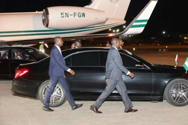 Buhari Jets Off To The UK For Medical Trip