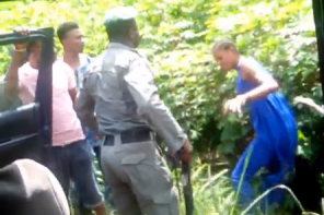 Nigerian policeman captured on camera beating a lady for refusing to allow him check her bag along Warri/Sapele road (Video)