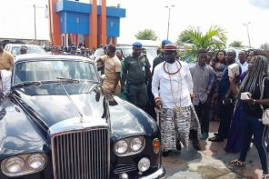 Warri Billionaire Ayiri Emami makes grand entry with his Bentley at a wedding (photos)