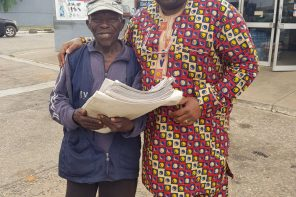 Nigerian man rises to assist Dele Momodu's friend who sells newspapers
