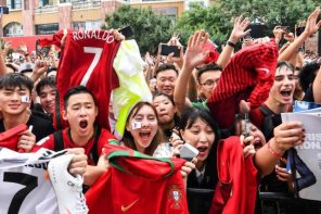 Cristiano Ronaldo worshiped by fans as he touches down China (Photos)