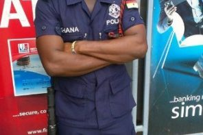Ghanaian policeman assaults nursing mother in a bank (Video)