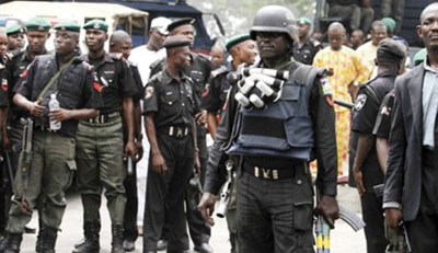 bad boys planning to attack banks police - Scary moment Nigerian policeman guns down unarmed man(Video)