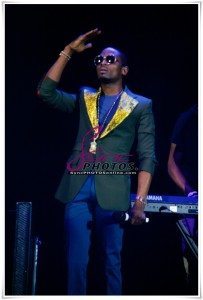 Hot And Sizzling Photos From Dbanj And Friends' HMV Apollo Performance In London