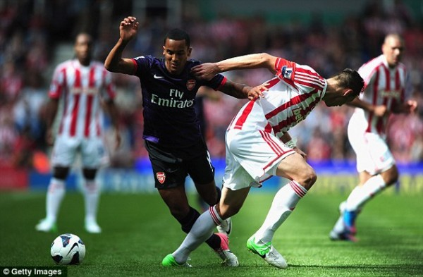 Liverpool And City Monitor Walcott's Situation…Could Leave Arsenal For £12m