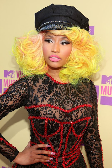 "Nicki Minaj Sends ""Love & Support"" To Barack Obama As She Plays A Fast One On Mitt Romney"