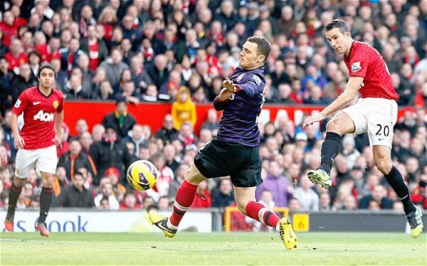 Manchester United Overcome Hard Fighting 10-Man Arsenal