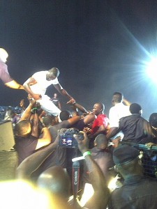 AKON ATTEMPTS GOING INTO THE CROWD AT THE UJ EUSENE STADIUM TO SETTLE A FIGHT