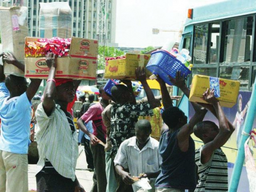 hawkers - Traffic Hawker Gets Handsome Reward For Letting Customer Go With Goods Without Payment On Trust