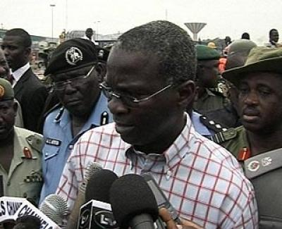 gov fashola with newsmen