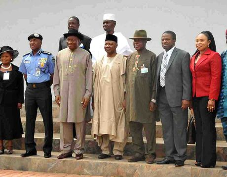 PRESIDENT GOODLUCK JONATHAN (4TH L) AND  VICE PRESIDENT NAMADI SAMBO (M) WITH MEMBERS OF  POLICE SERVICE COMMISSION AFTER THEIR INAUGURATION IN ABUJA ON WEDNESDAY (NAN)