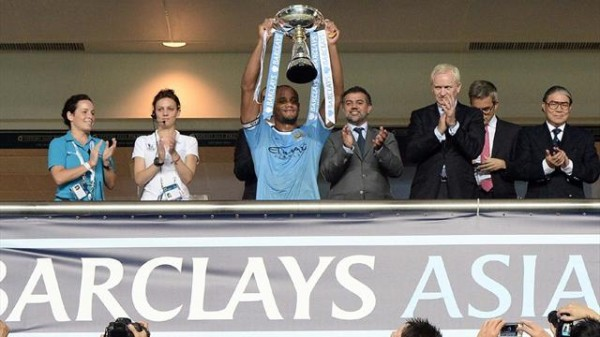 Vincent Kompany Lifts the Barclays Asia Trophy.