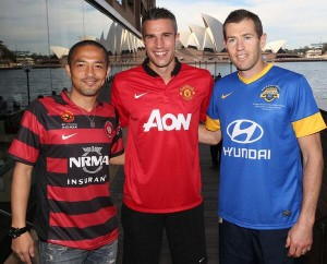 Van Persie Pose With Ono and Emerton.